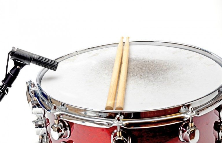 DPA-2011C-on-Snare-Drum_2-L-768x494