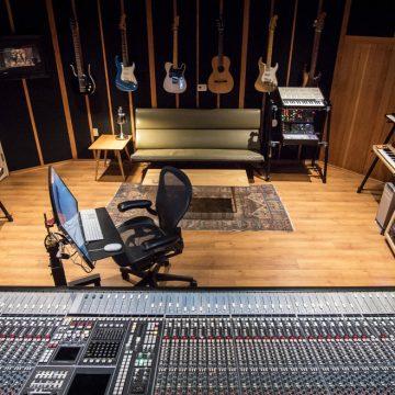 Mat Mitchell dalszerző/producer kedvence színpadon és stúdióban is a Core